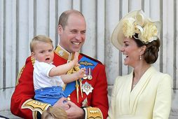 Hér er Lúvík prins ásamt foreldrum sínum, Katrínu hertogaynju af Cambridge og Vilhjálmi Bretaprins.