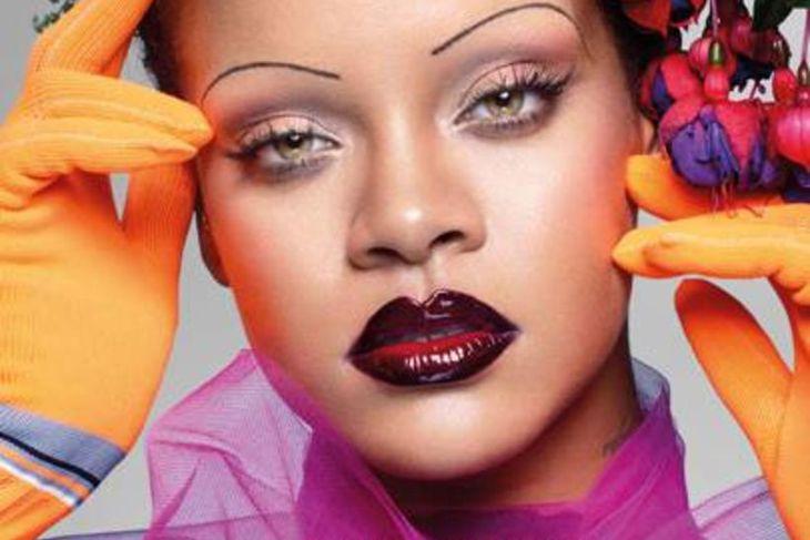 Rihanna tekur sig vel út á litríkri forsíðu breska Vogue ...
