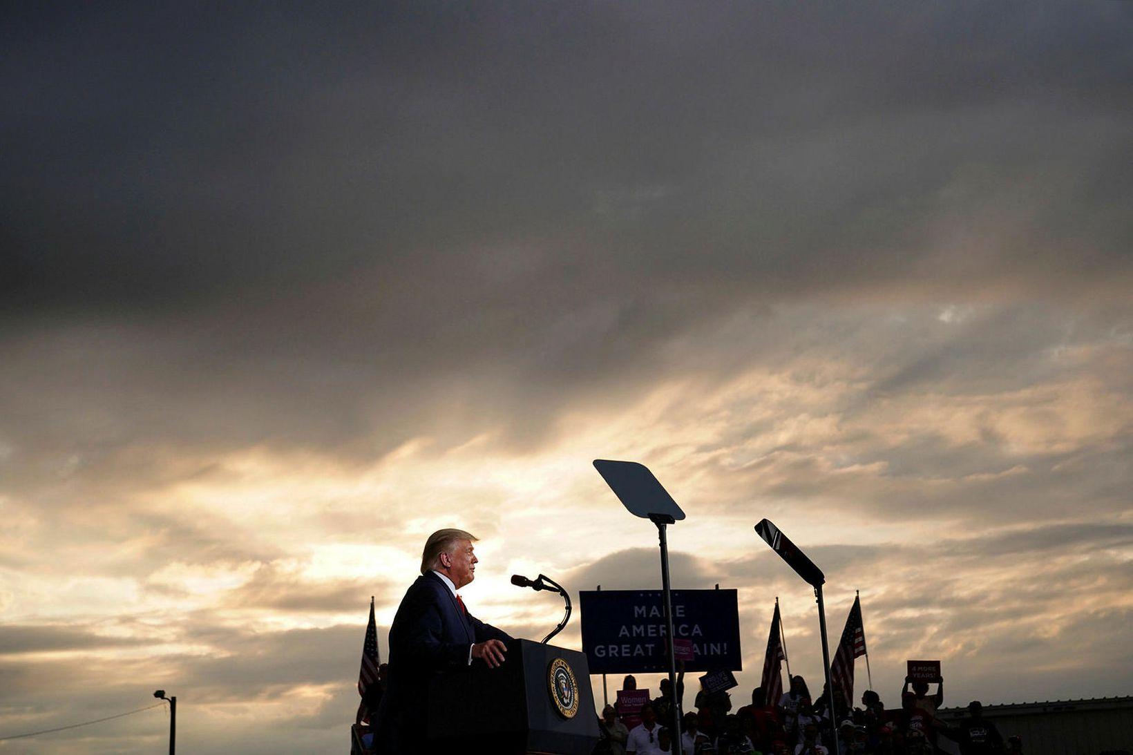 Forsetinn Donald Trump á kosningafundi í Norður-Karólínu í gær.