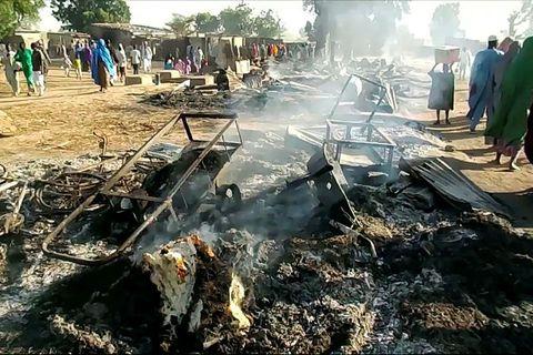 Brunarústir í bænum Budu í Borno héraði eftir að vígamenn Boko Haram gerðu árás á …