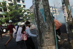 Mótmælendur lögðu á flótta í Mjanmar