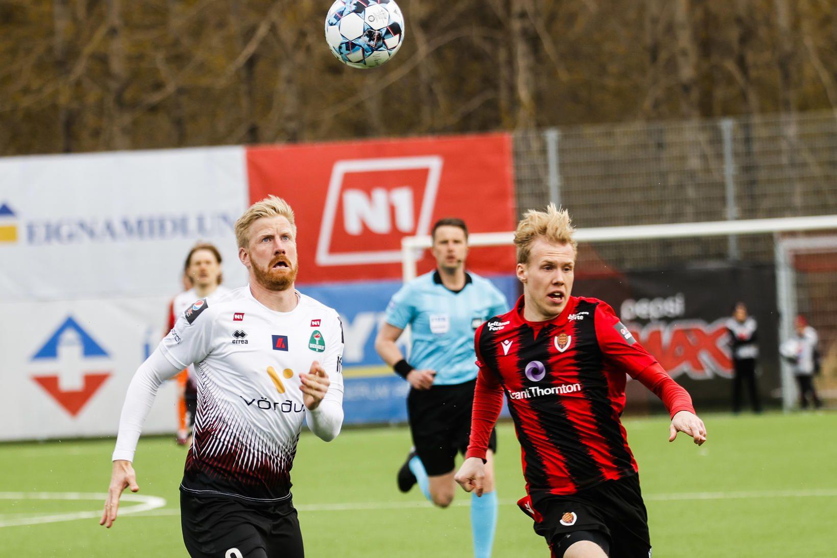 Thomas Mikkelsen og Viktor Örlygur Andrason eigast við í Fossvoginum.