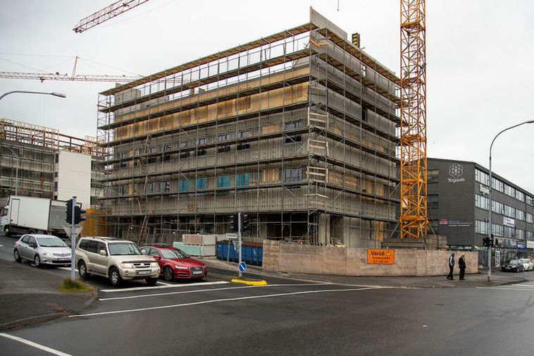Grensásvegur 16a, where an 80-room hotel is under construction.