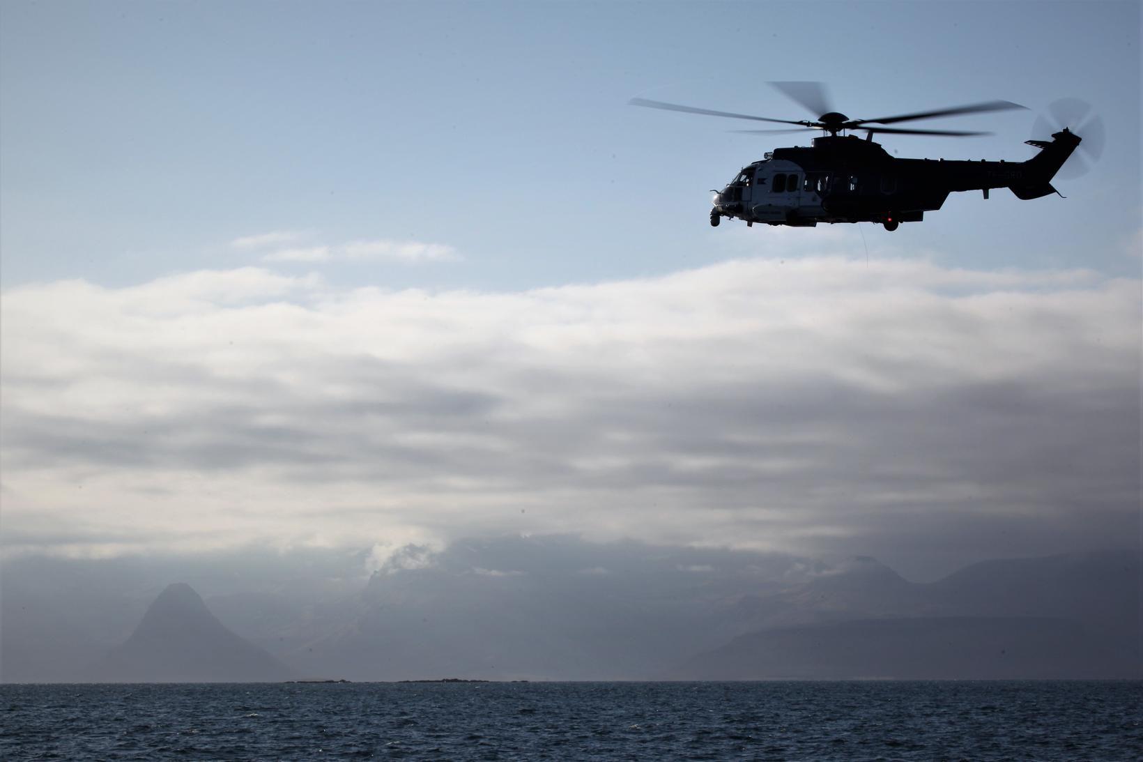 Þyrla Landhelgisgæslunnar TF-GRO var kölluð út til að aðstoða vélarvana …
