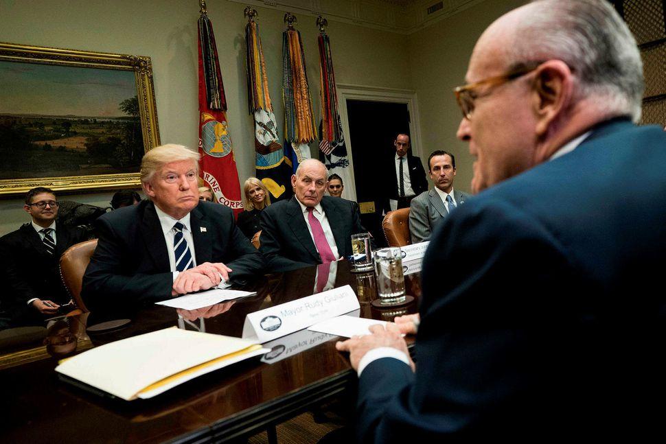 Donald Trump Bandaríkjaforseti og John Kelly, fyrrverandi starfsmannastjóri Hvíta hússins. ...