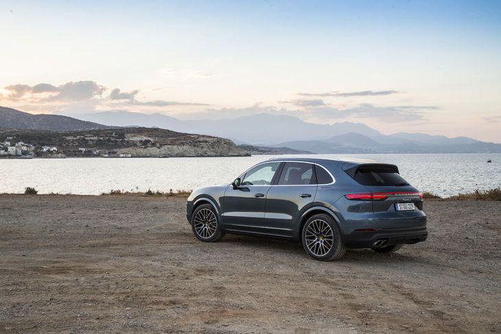 Porsche Cayenne er sá lúxusjeppi á markaðnum sem aðrir bílsmiðir hafa tekið mið af og ...
