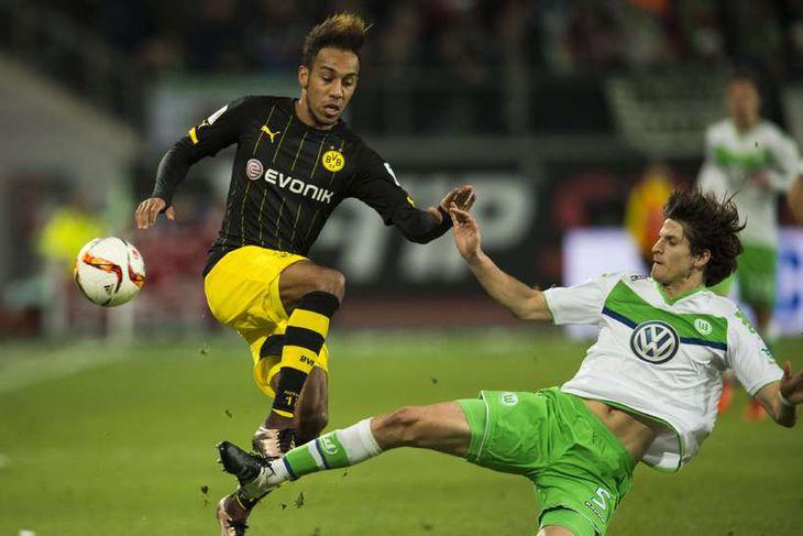 Timm Klose, til hægri, er kominn til Norwich frá Wolfsburg í Þýskalandi. Klose er 27 ...