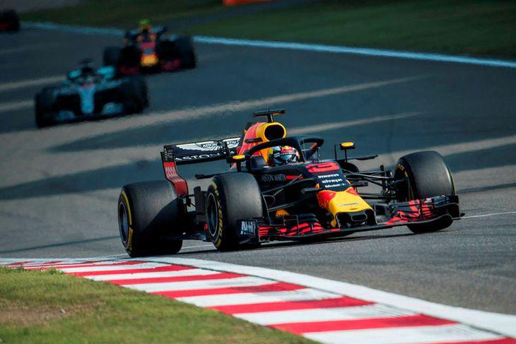 Daniel Ricciardo á leið til sigurs í Sjanghæ.