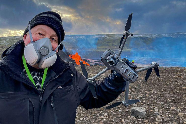 Ragnar Th. Sigurðsson, holding the damaged drone.