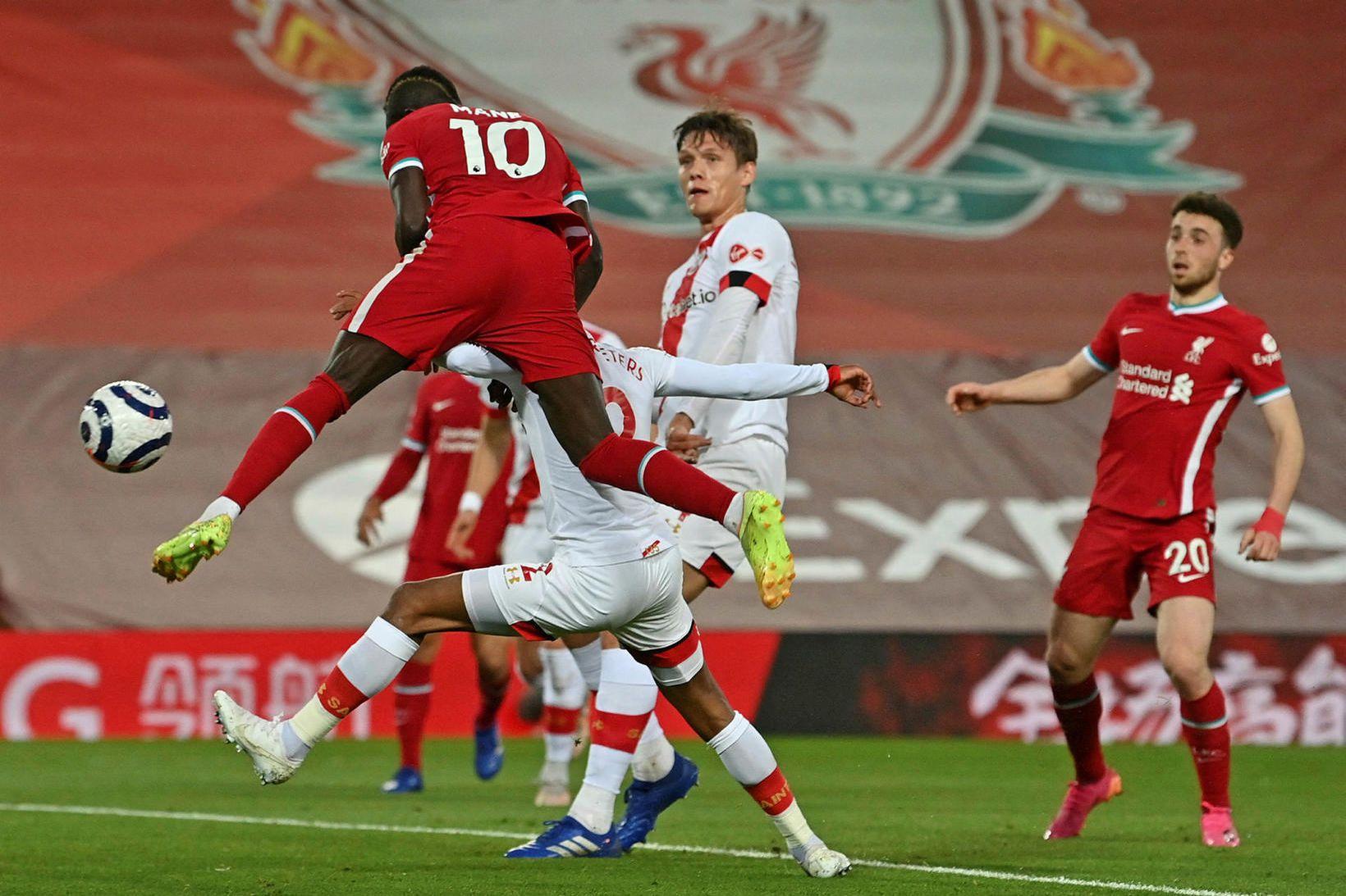 Sadio Mané skorar gegn Southampton um helgina.