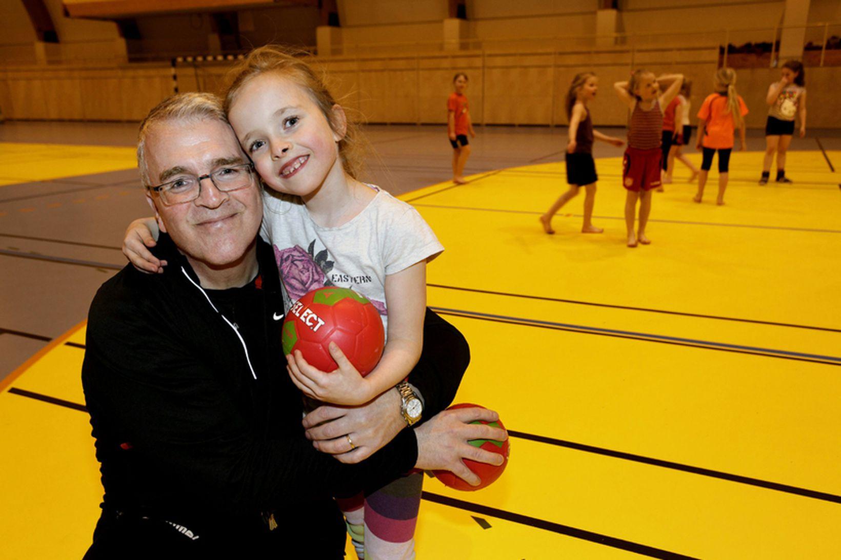 Jóhannes Bjarnason og dóttir hans, Bjarney Hilma. Hún er á …