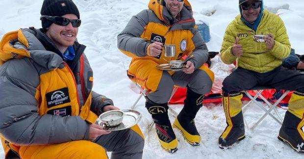 Sigurður og Heimir í morgunkaffi í búðum 2 á Everest.