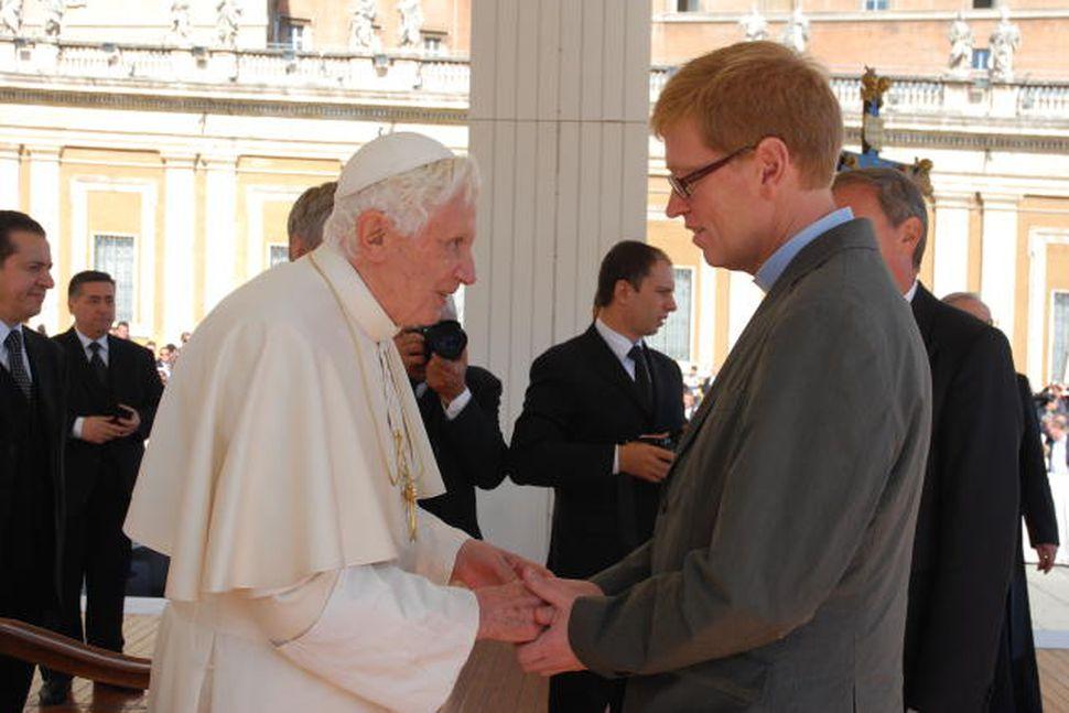 Benedikt páfi XVI og Þórhallur Heimisson í páfagarði.