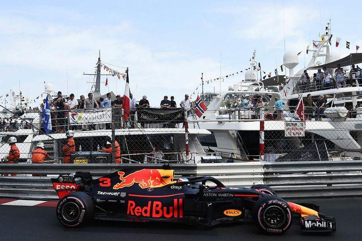 Daniel Ricciardo á ferð í Mónakó í morgun.