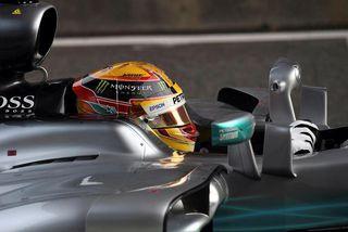 Lewis Hamilton klárar tímatökuna í Sjanghæ.