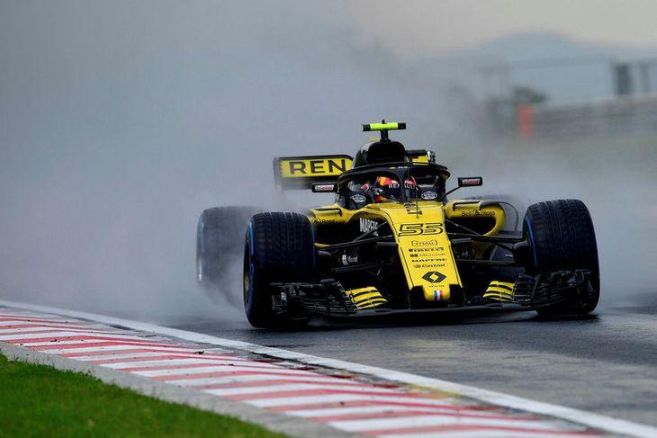 Carlos Sainz á Renaultinum í tímatökunni í Búdapest.