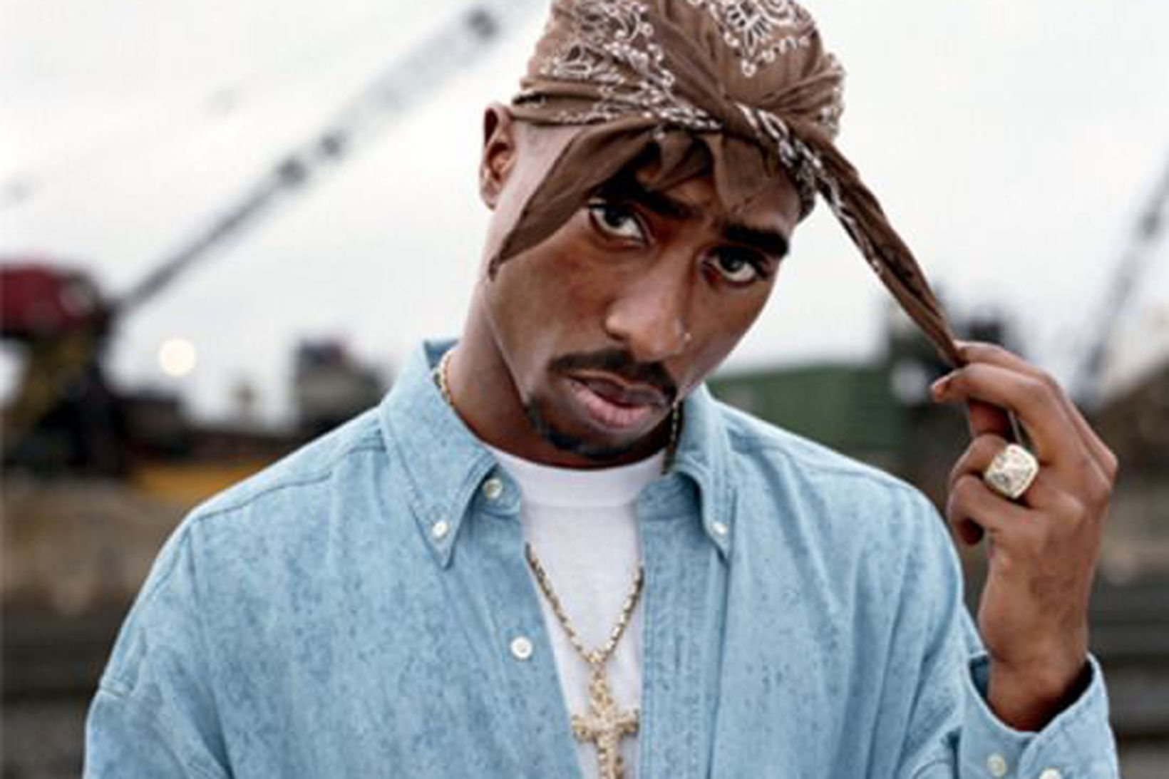 Tupac Shakur sat í fangelsi í 9 mánuði árið 1995.