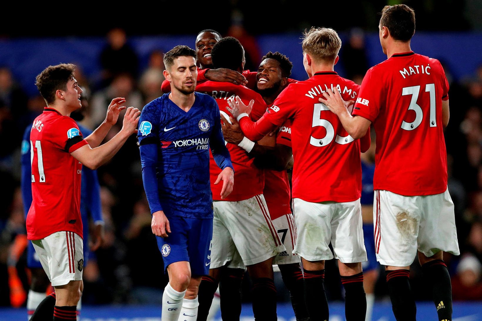 Leikmenn Manchester United fagna Anthony Martial eftir að hann kom …