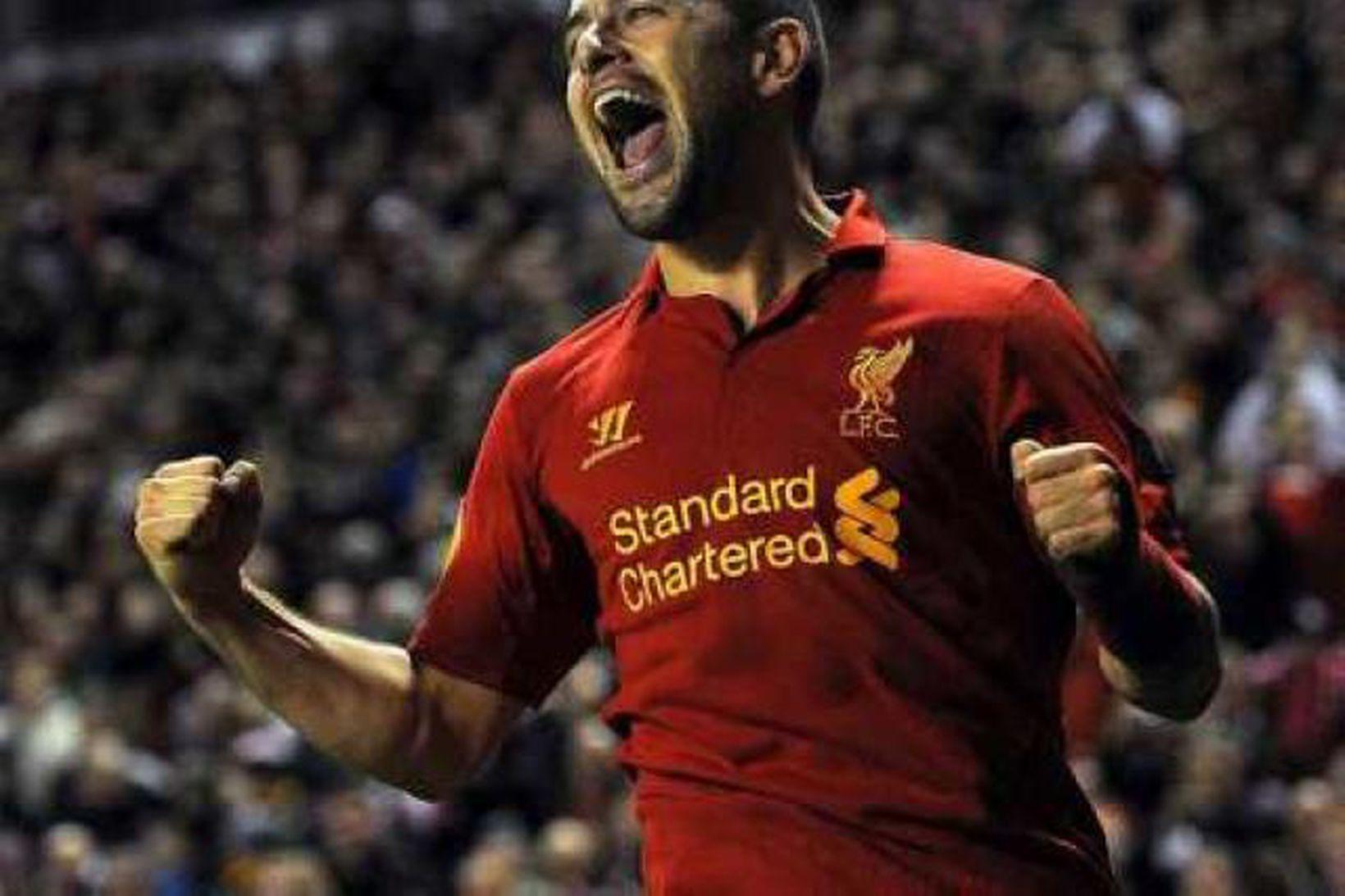 Joe Cole fagnar marki fyrir Liverpool.
