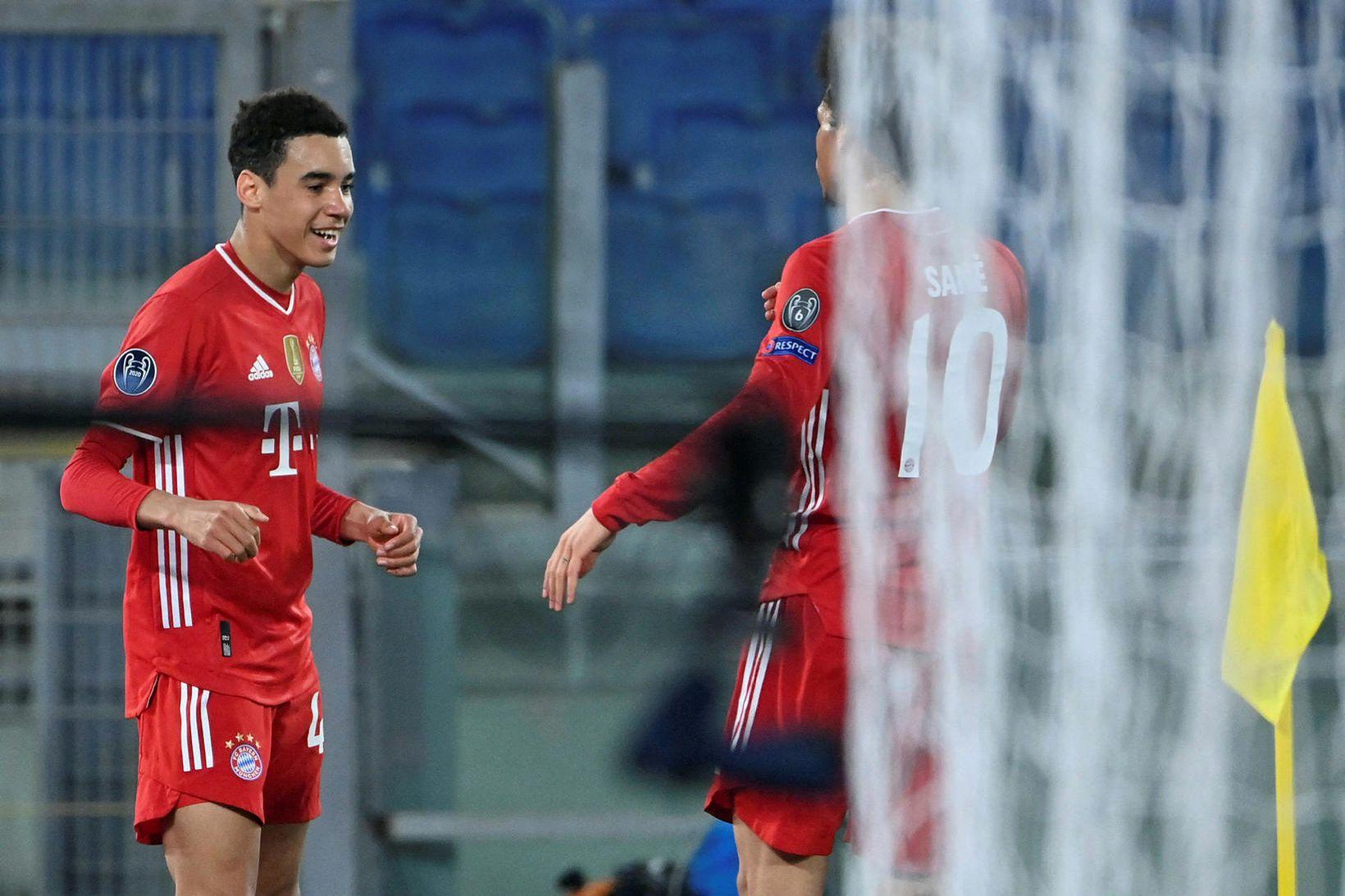 Jamal Musiala fagnar eftir að hafa komið Bayern í 2:0 …
