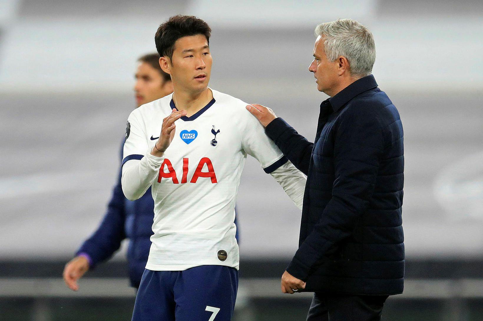 José Mourinho ræðir við Son Heung-min í leikslok.
