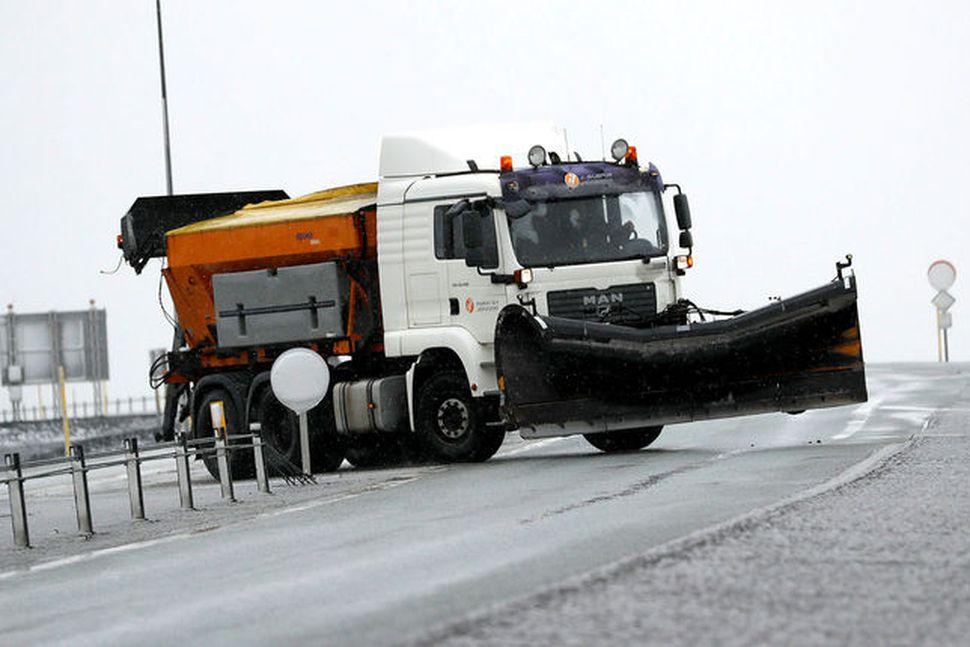 Færð gæti spillst á fjallvegum á Norðausturlandi í dag.