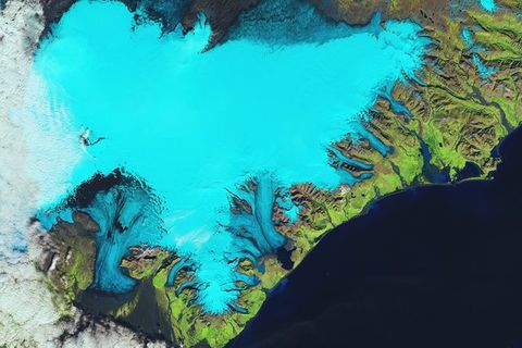 The Landsat-8 satellite takes us over Iceland's southeastern coast and the Vatnajökull glacier in this false-colour image from 6 September 2014.
