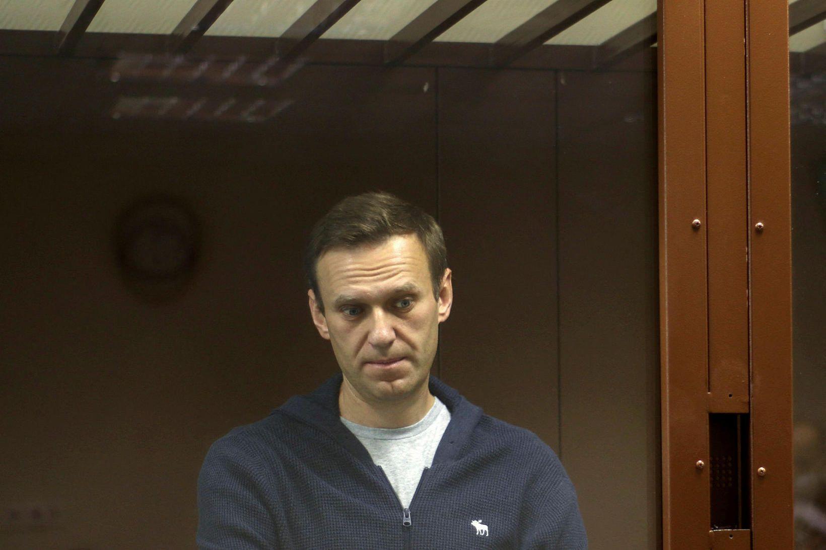Alexei Navalní við réttarhöldin í febrúarmánuði.