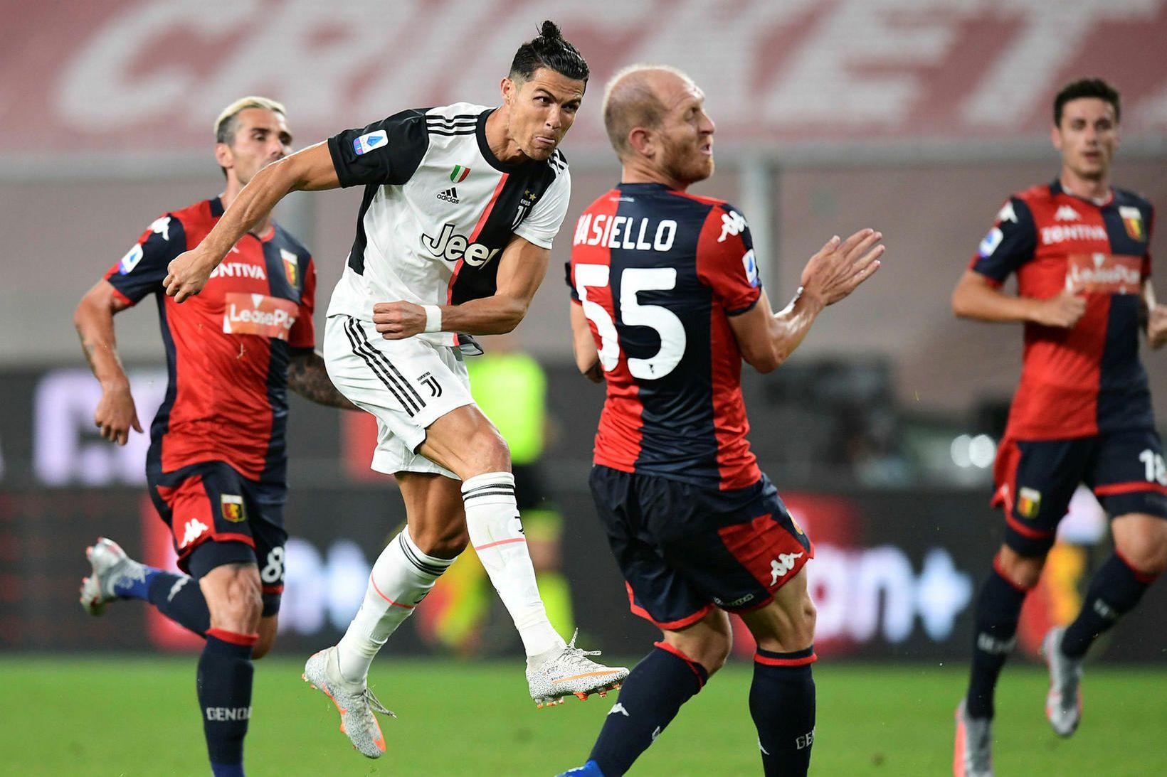 Cristiano Ronaldo skorar glæsilegt mark í kvöld.