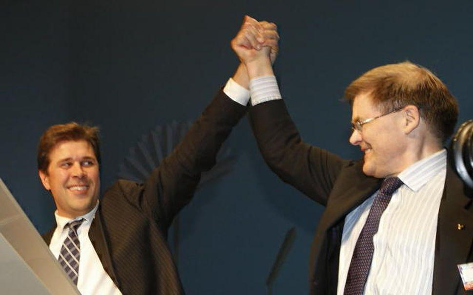 Bjarni Benediktsson og Pétur H. Blöndal tókust í hendur uppi ...