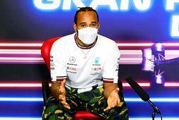Lewis Hamilton á blaðamannafundi í Barcelona í dag.