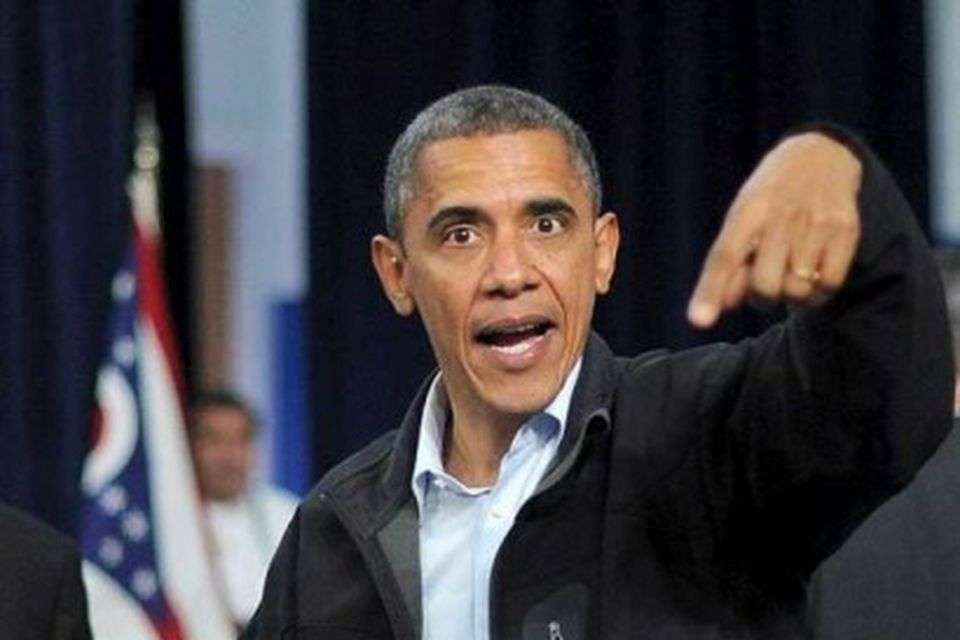 Barack Obama á leið upp á svið á kosningafundi í menntaskóla í Ohio. Aðeins nokkrir …