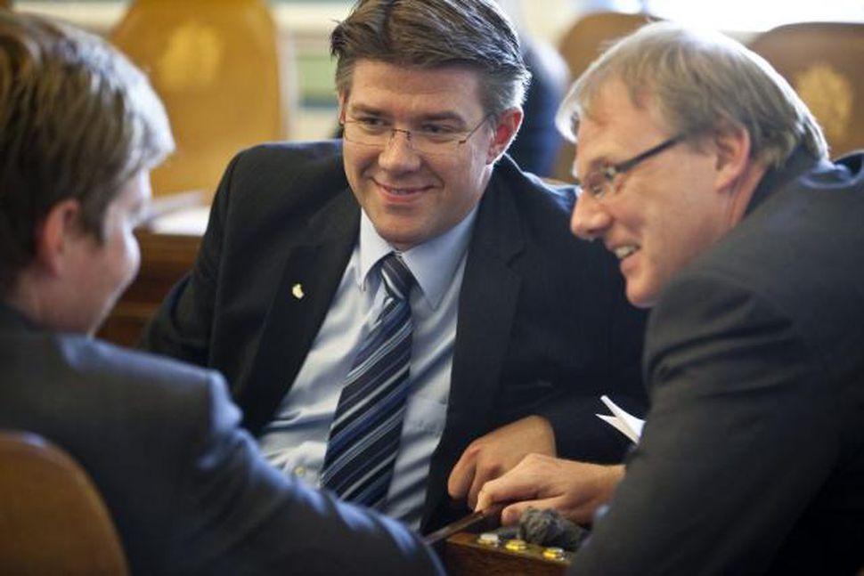 Gunnar Bragi Sveinsson, þingflokksformaður Framsóknarflokksins, fyrir miðju ásamt fleiri þingmönnum.