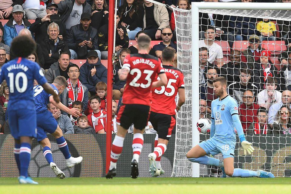 Mason Mount skorar hér annað mark Chelsea gegn Southampton í dag.