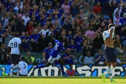 Wilfried Ndidi fagnar sigurmarki Leicester.