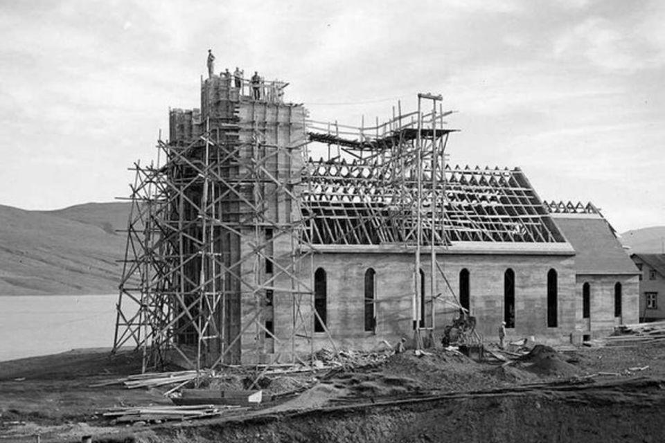 Bygging Akureyrarkirkju. Líklega árið 1939.
