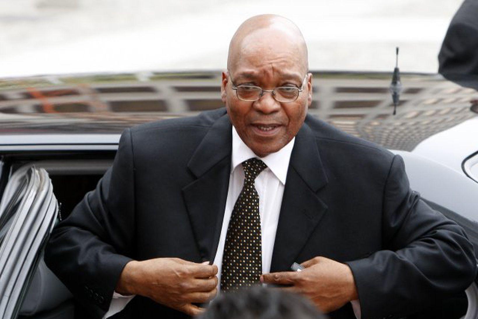 Jacob Zuma mun taka formlega við forsetaembættinu á laugardag.