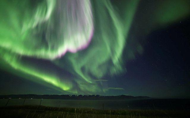 Norðurljósin dönsuðu yfir Skjálfandaflóa í gærkvöldi.