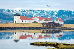 Í yfirlýsingu forsetans segir að starfsmanninum hafi nú verið heimilað að snúa aftur til starfa, ...