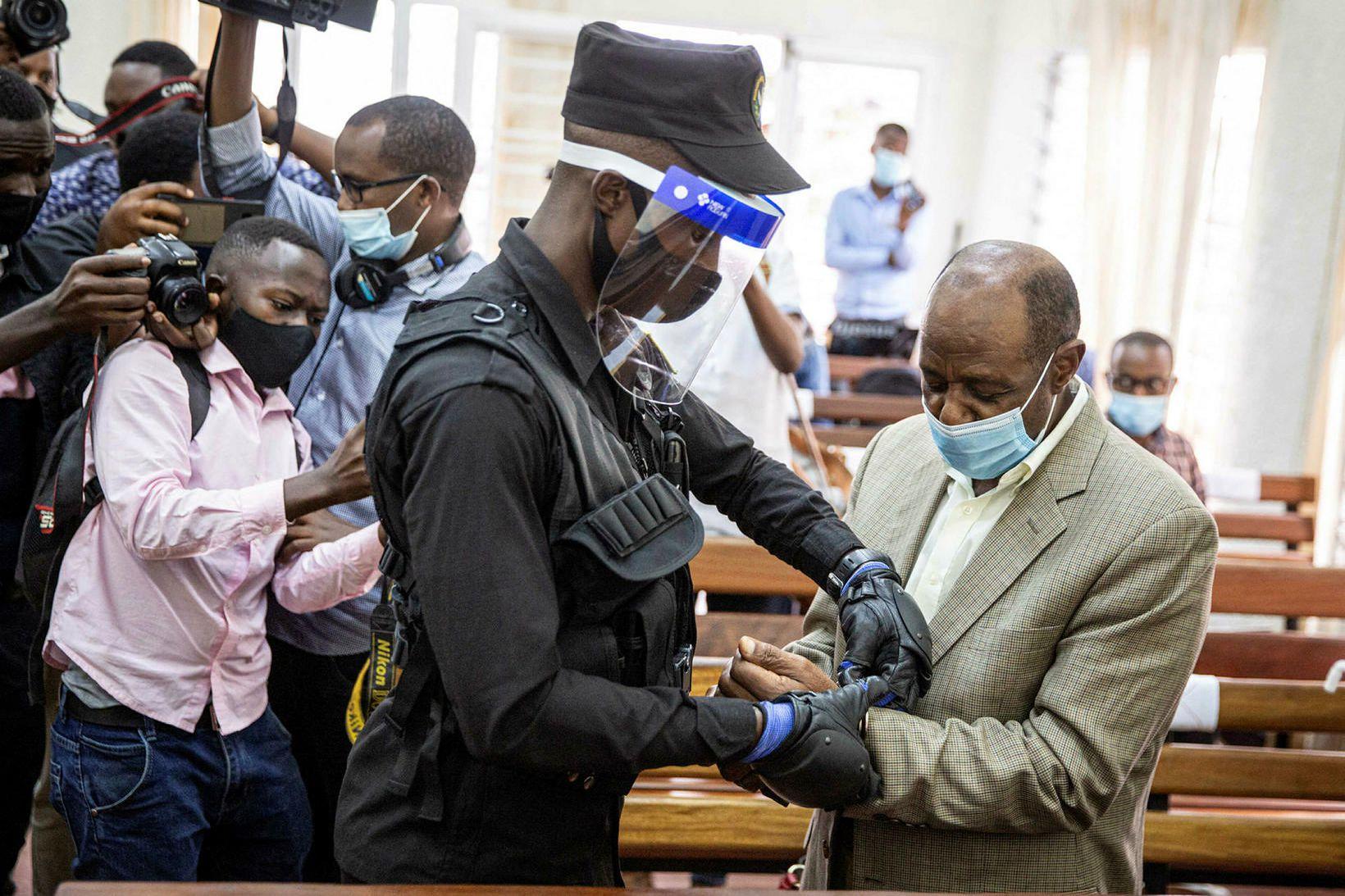 Paul Rusesabagina var í dag dæmdur í 25 ára fangelsi, …