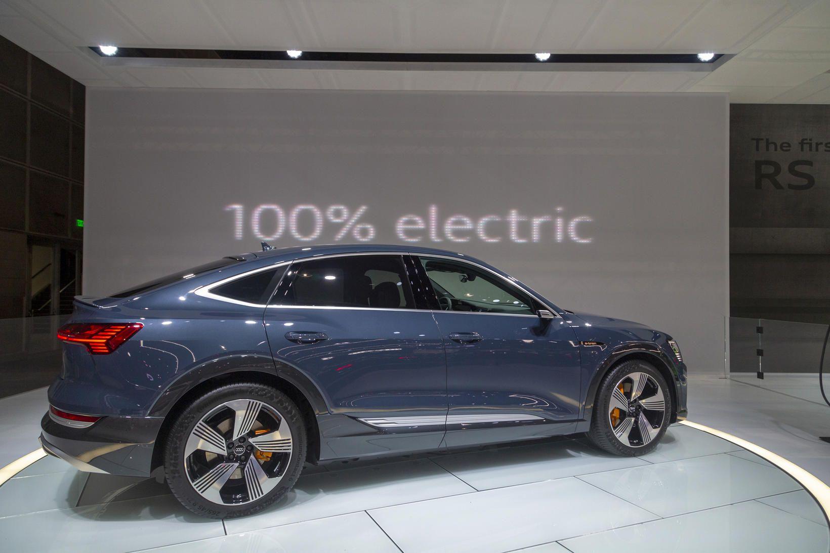 Rafbíllinn Audi E-Tron Sportback á sýningu í Los Angeles í …
