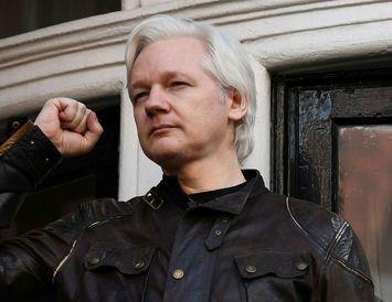 Julian Assange, stofnandi Wikileaks, hefur dvalið í sendiráði Ekvador í London í fimm ár.