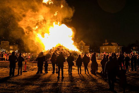 A Þrettándabrenna - a bonfire for twelfth night at Ægissíða in West Reykjavik.