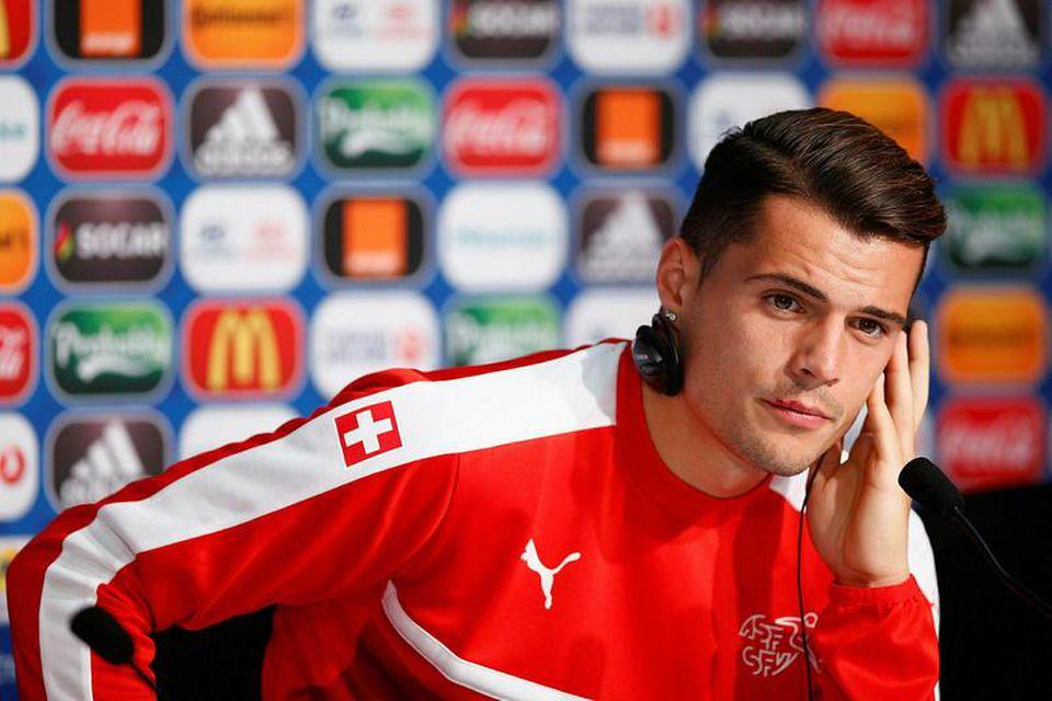 Svissneski miðjumaðurinn Granit Xhaka er kominn til Arsenal frá Mönchengladbach fyrir 35 milljónir punda.