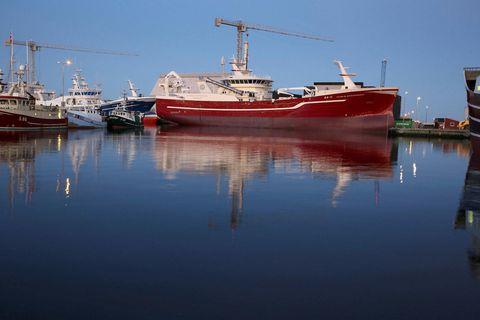 Fullkomið skip. Nýr Vilhelm Þorsteinsson EA við bryggju í Karstensens-skipasmíðastöðinni í Skagen í Danmörku. Skipið …