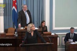 Hanna Katrín Friðriksson og Þorsteinn Sæmundsson horfa upp í þingpalla á meðan Lárus Páll talar.