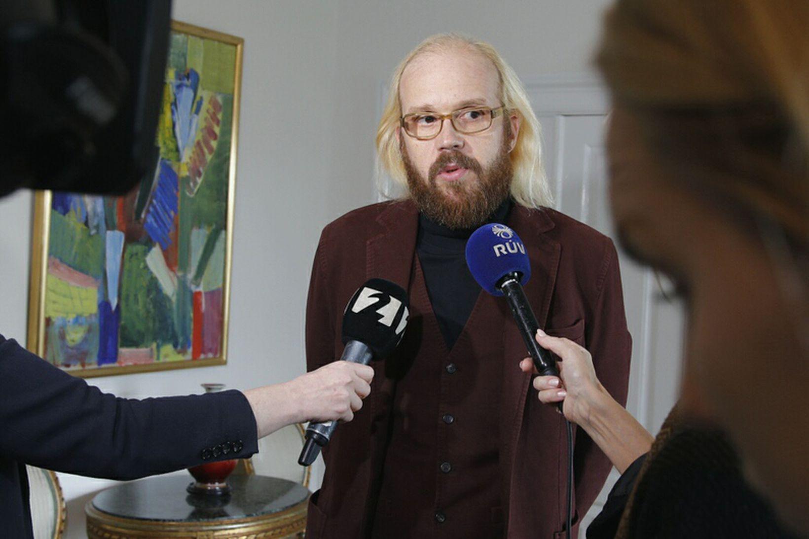 Óttarr Proppé ræðir við fjölmiðla á Bessastöðum í dag.