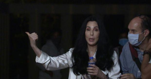 Cher fylgdi Kaavan til Kambódíu