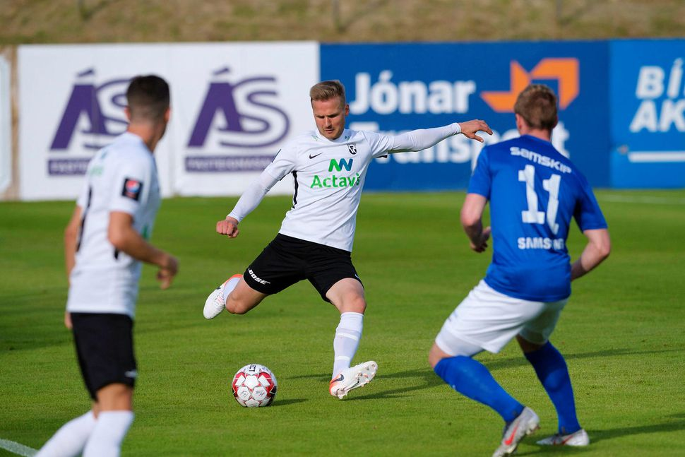 Pétur Viðarsson í leik með FH gegn Stjörnunni.