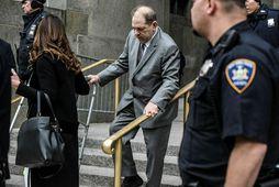 Weinstein yfirgefur dómshúsið í dag.